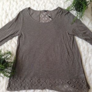 CABLE & GAUGE long sleeve lace detail top